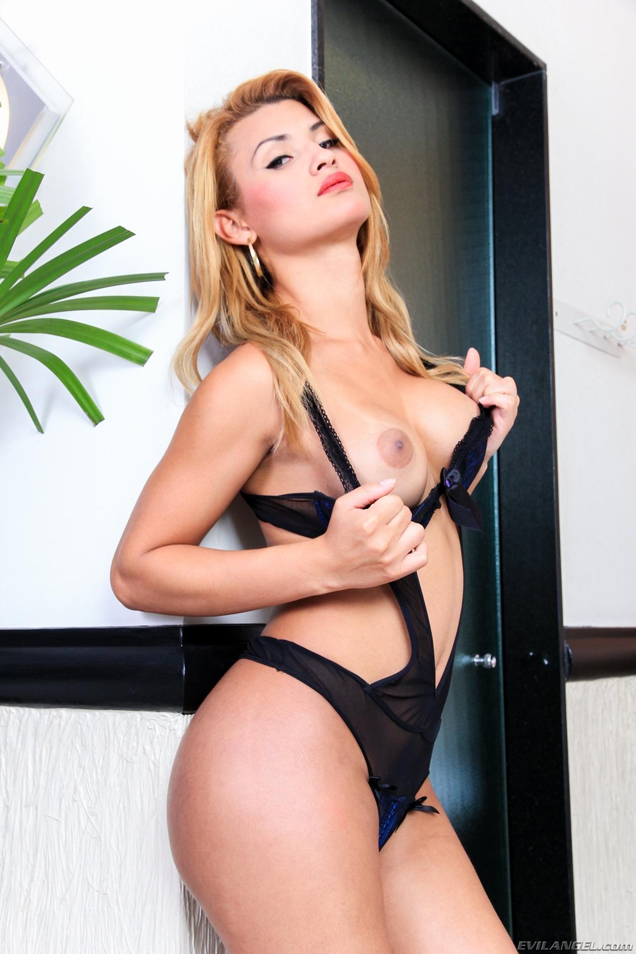 Aline Garcia Teasing With Her Titillating Bum