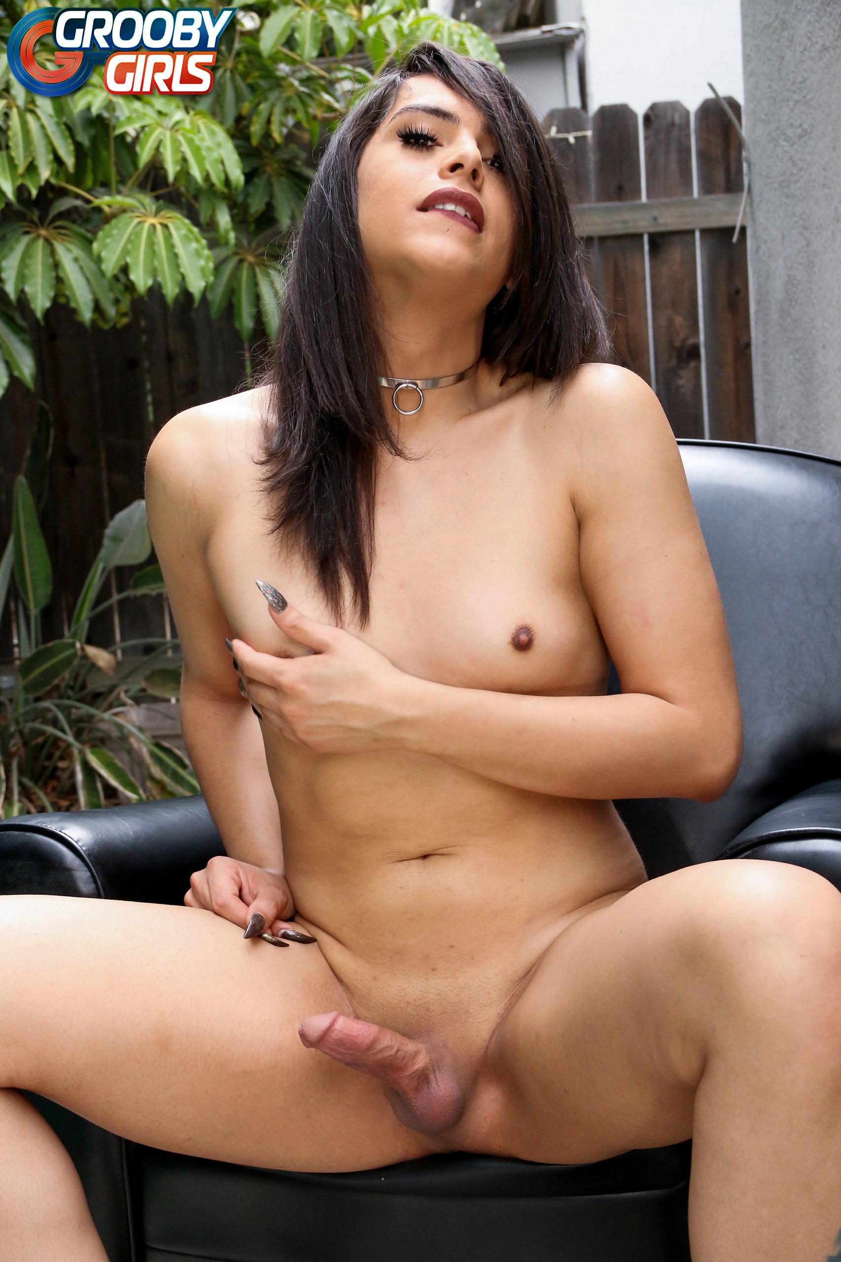 Amanda Taylor Exposing Her Dick