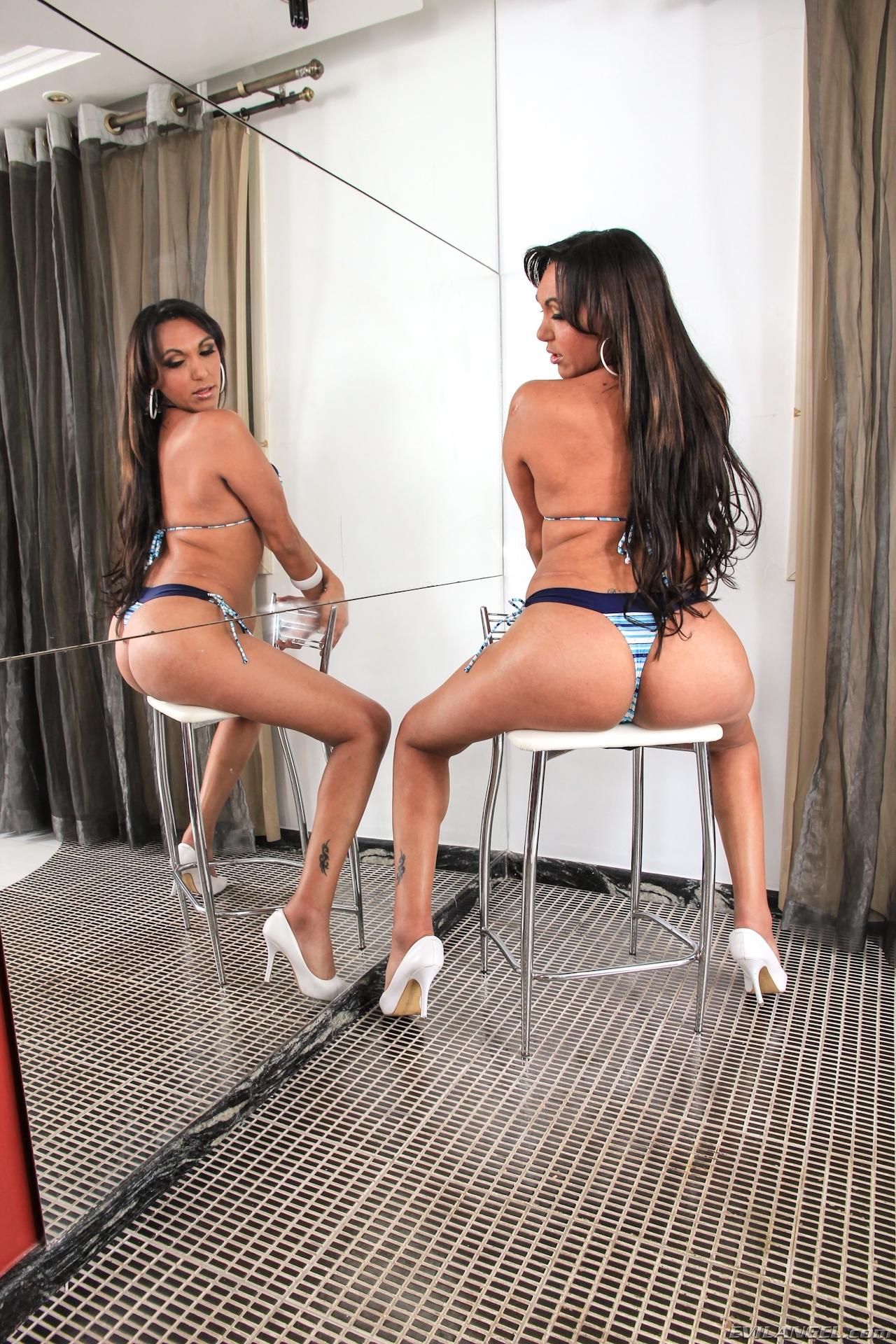 Antonella Fontini Teasing Photos Of Her Tgirl Penis