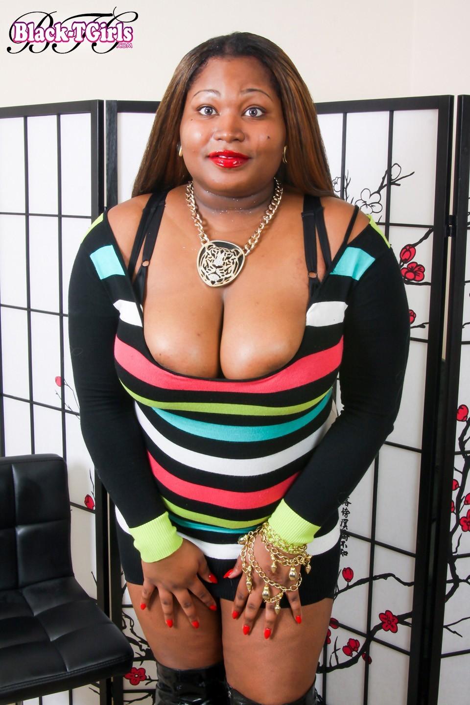 Argo The Amazon Flirtatious Bbw TGirl Posing In Suggestive Skirt