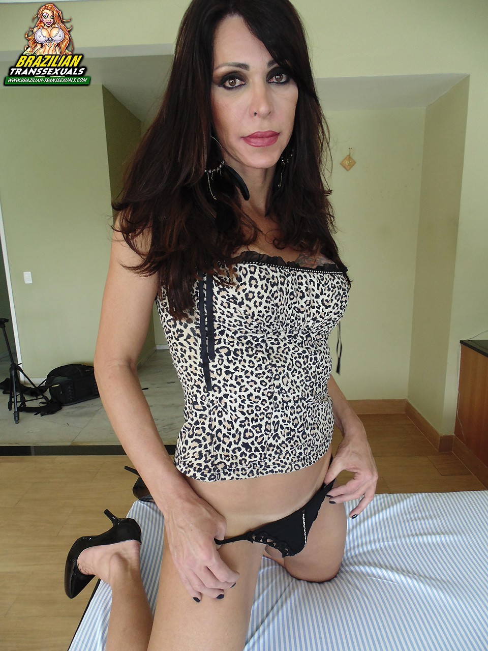Arousing Brazilian Stroker Renata Bueno