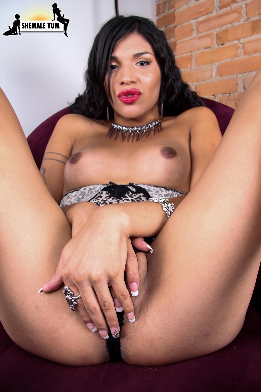 Arousing Karissima Undressing Herself