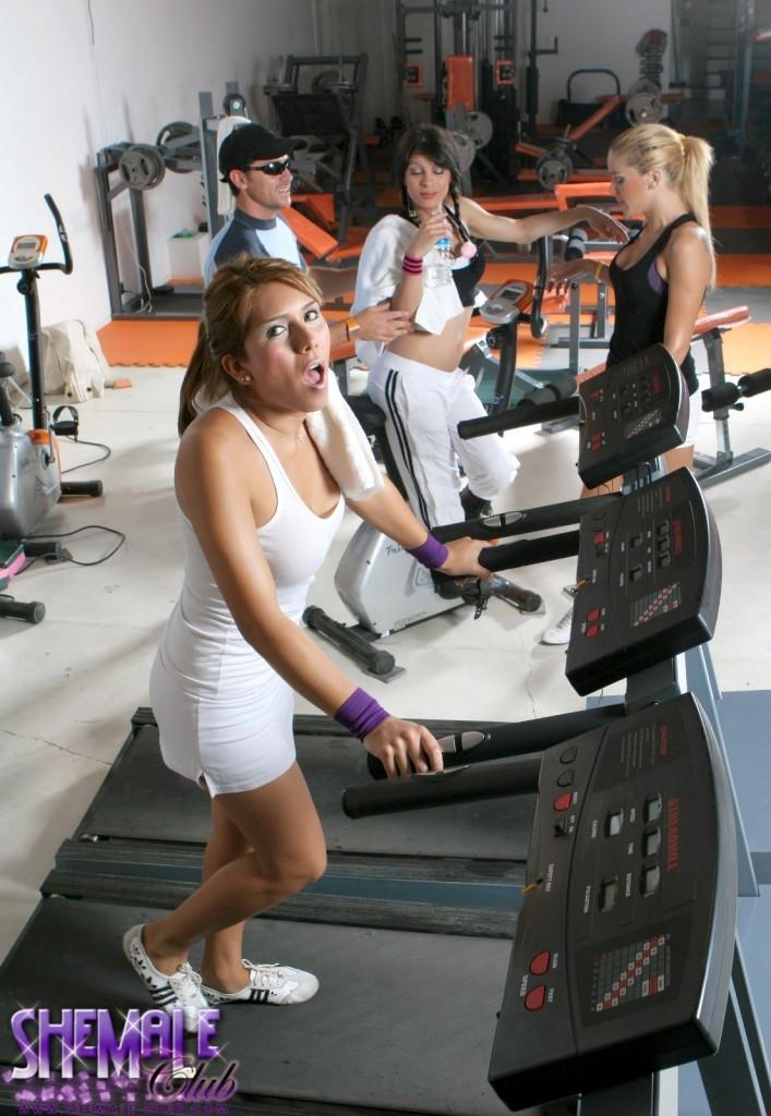 azul morena and carito in the gym nailing a dude