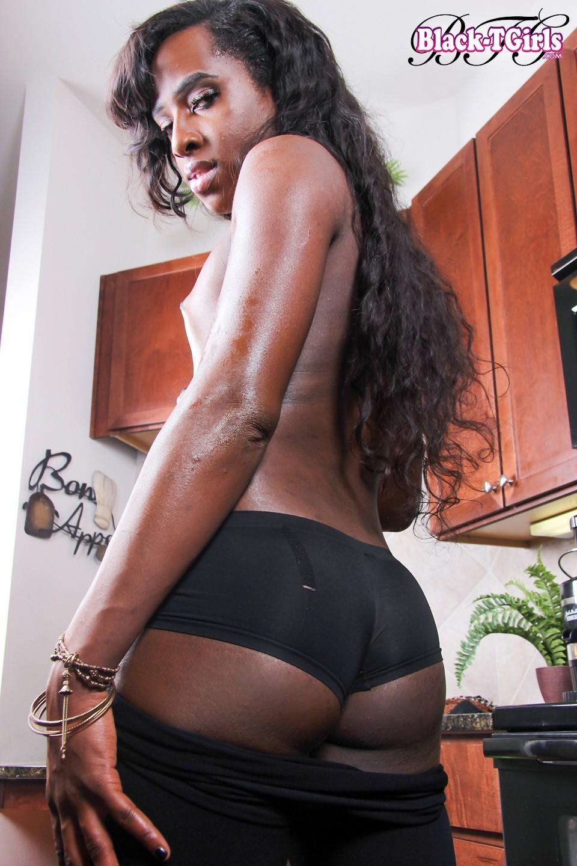Black Shemale Yony Has Long Dick