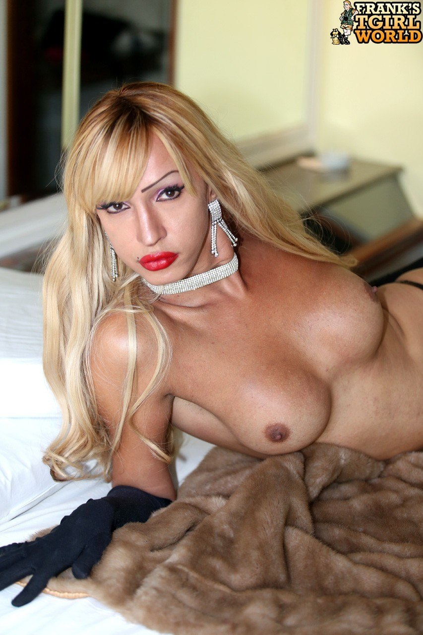 Blonde Tyfany Alencar Posing In Steamy Panties And Fur