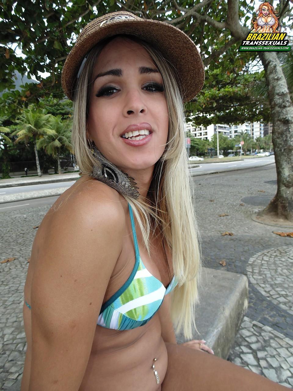 Brazilian Beauty In Swimsuit Laila Zelinsky