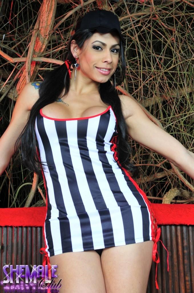 Bruna Rodrigues In Sensual Skirt