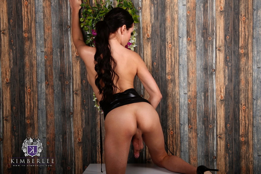 Busty Beauty Kimberlee Seductive In Latex