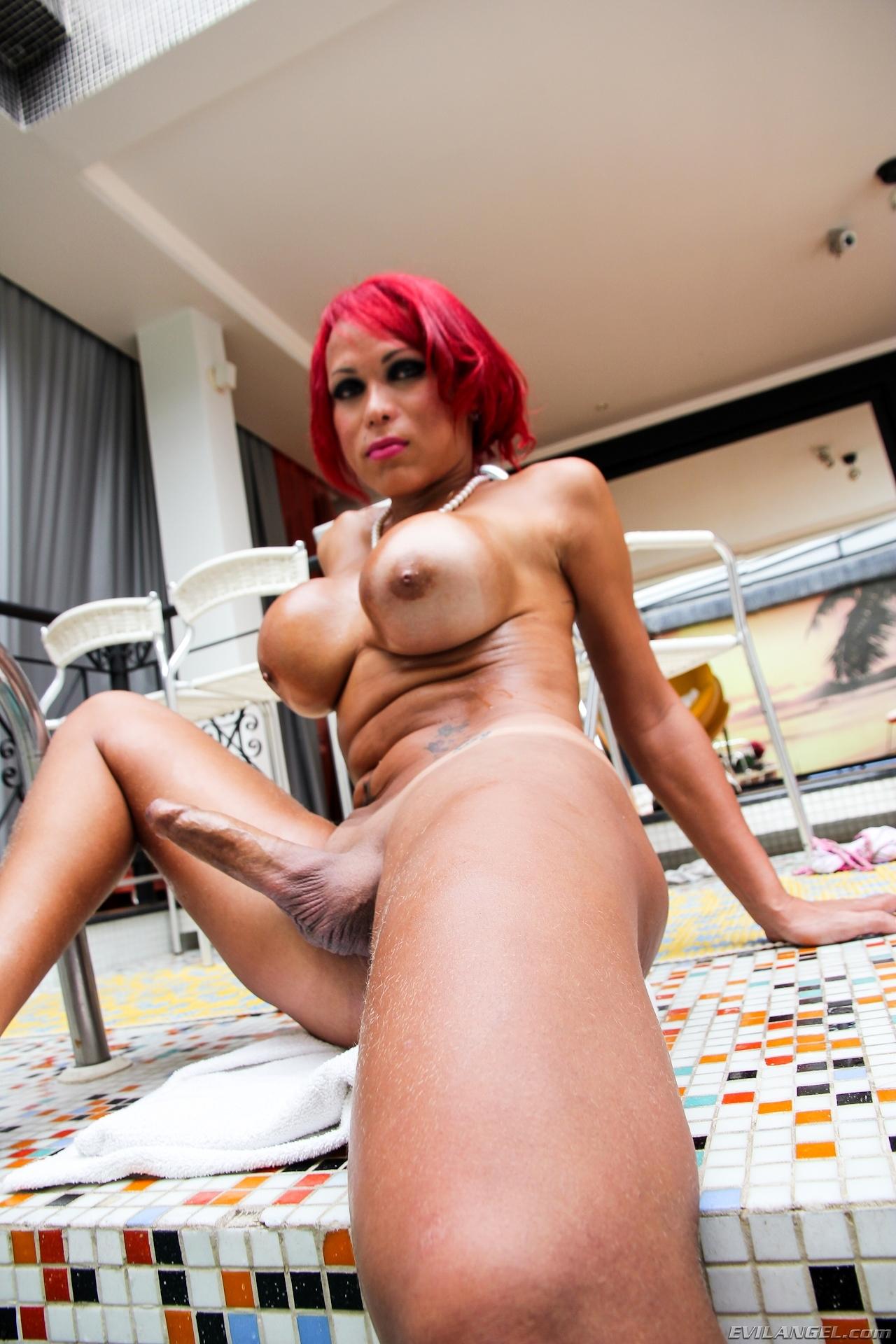 Busty Erika Schinider Fingers Her Butt