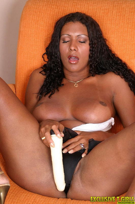 cristina close nailing her ass hole with white toy