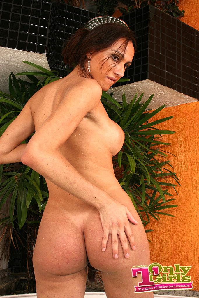 Danielly Marinetto Yummy Tub Stroking