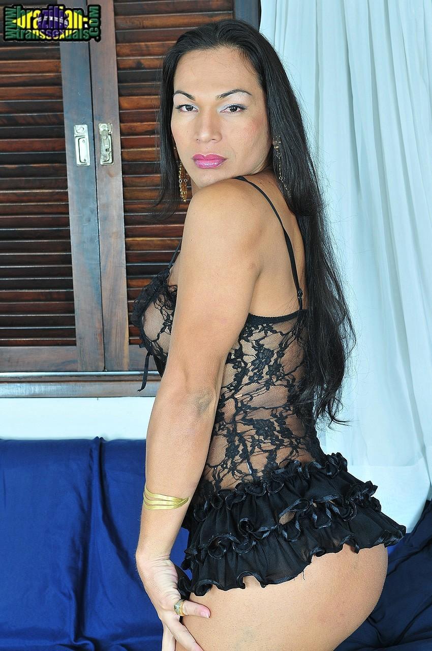 Diana Ferraz In Inviting Tiny Skirt