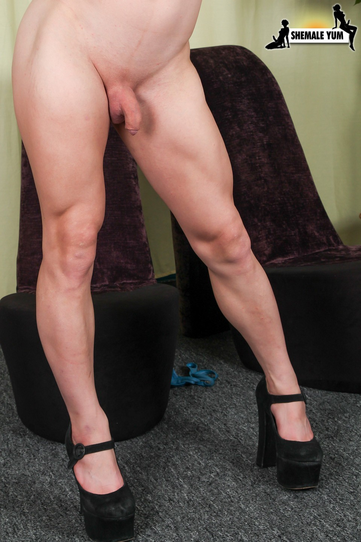 Dona Abelaar Voluptuous Fitness Babe