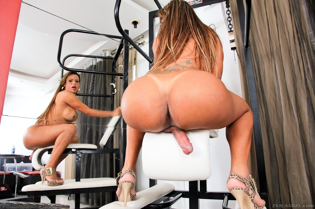 erika backster has very seductive ass hole