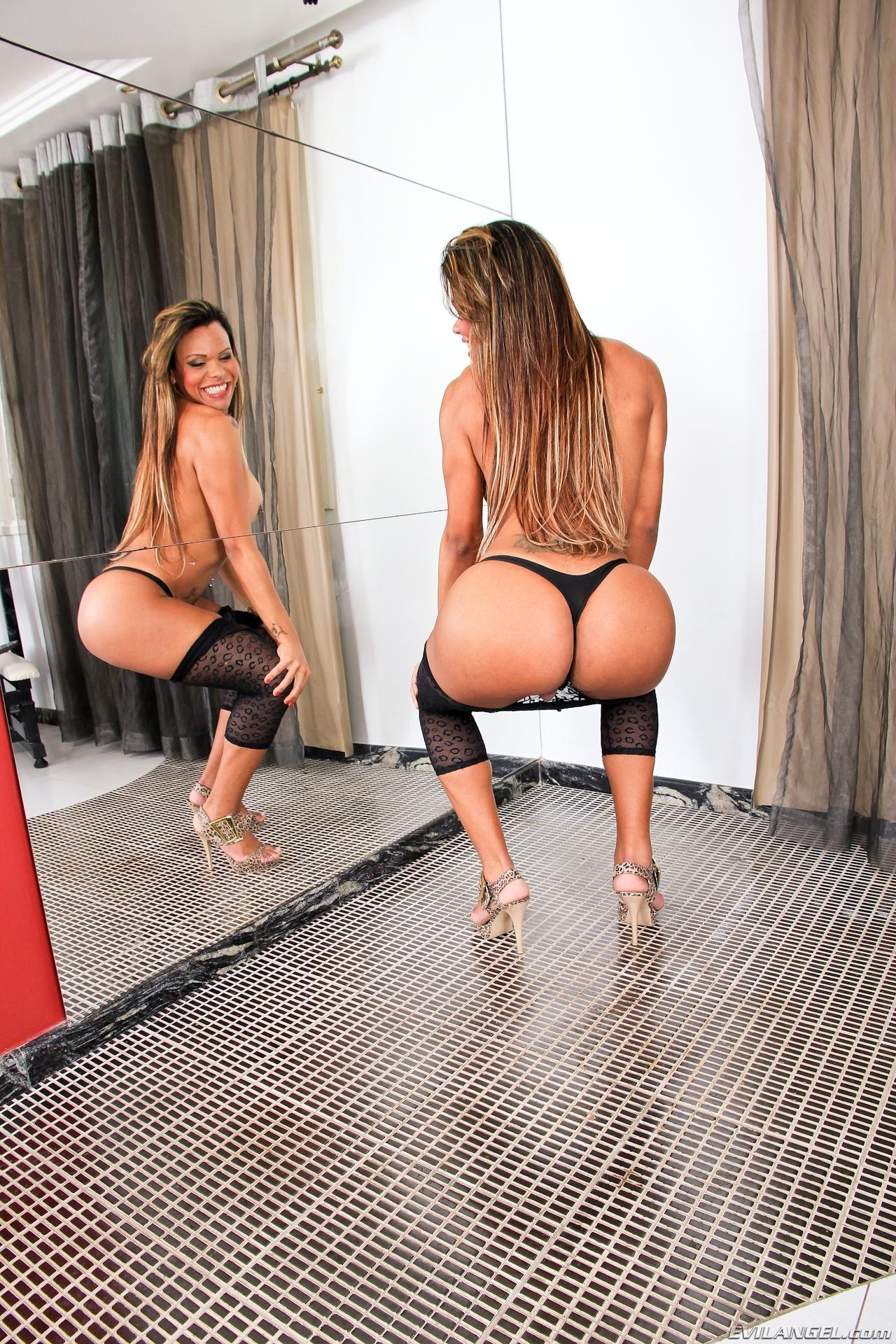 Erika Backster Has Very Seductive Ass-Hole