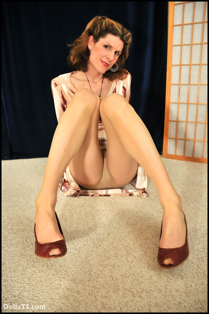 Fantastic Delia Adores Wearing Titillating Pantyhose