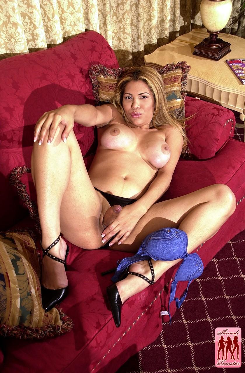 femboy jolie exposing her tgirl dick