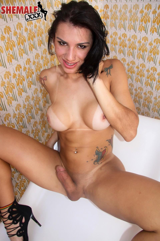 Fernanda Cristine Loosing Her Panties