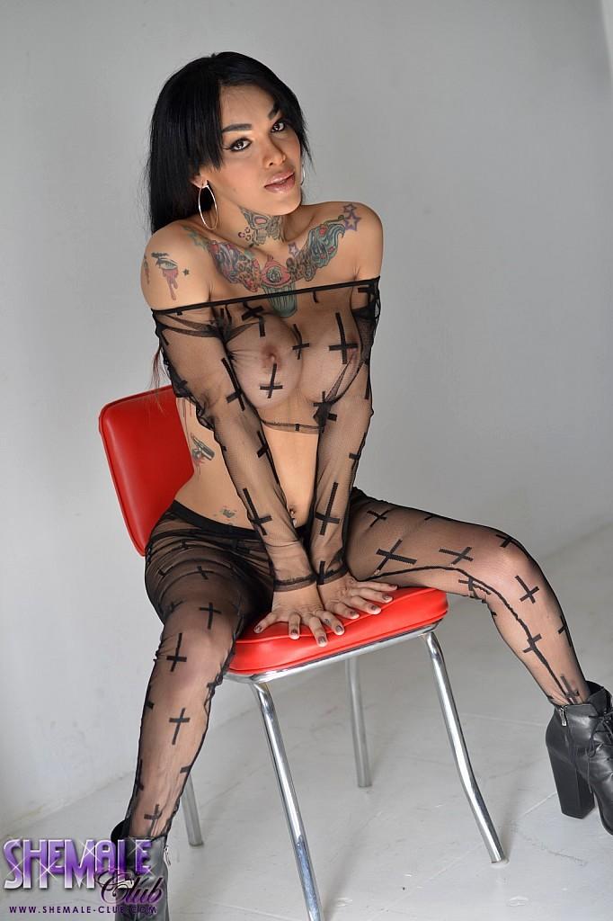 Flirtatious Adriana Strips And Plays
