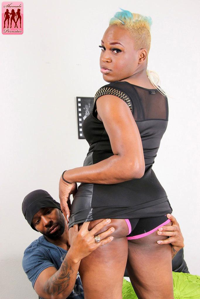 Flirtatious Black Diva Genesis & Soldier Boi