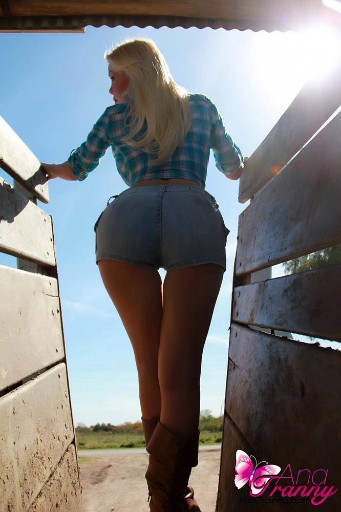Flirtatious Country Tranny Ana Mancini