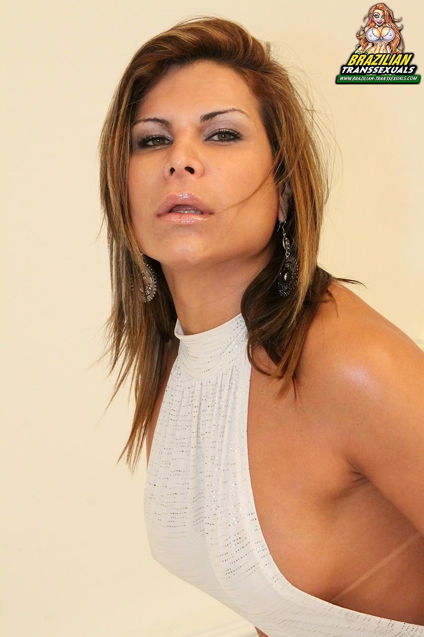 Flirtatious Vivianny Cicarelly In White Skirt