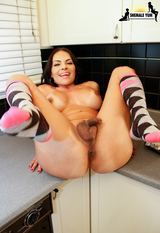 Foxxxy Slutty In The Kitchen
