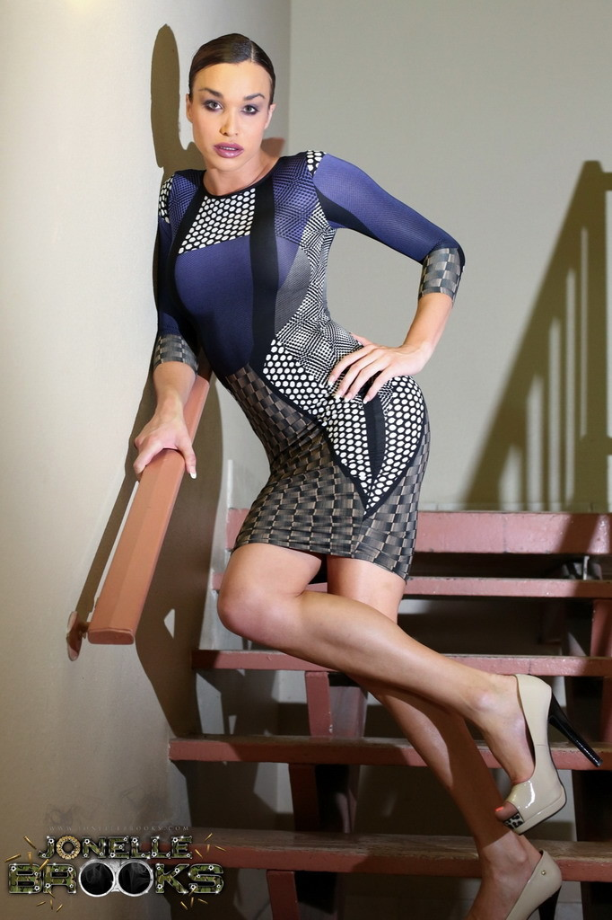 Gorgeous Tranny Jonelle Posing