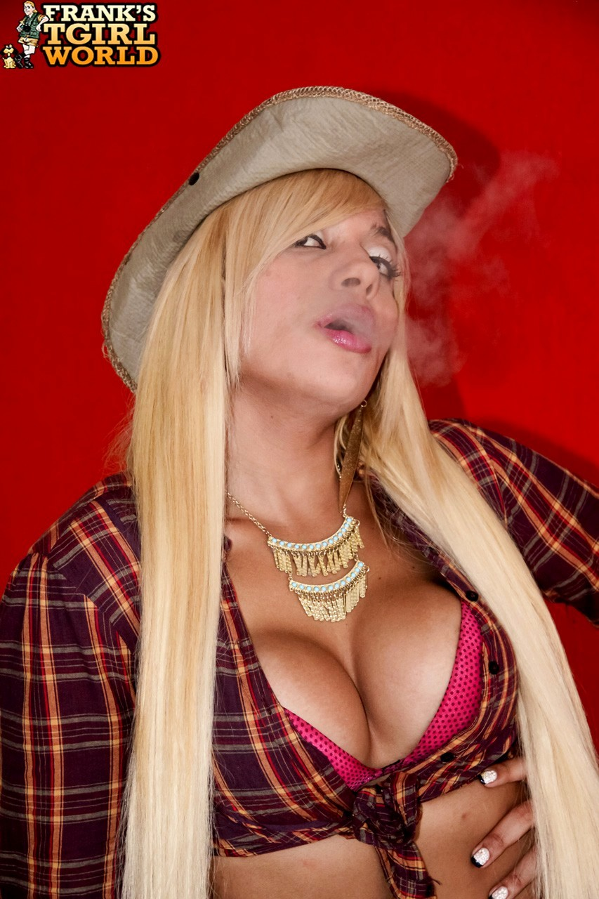 Hot Cowgirl Karla Desejo
