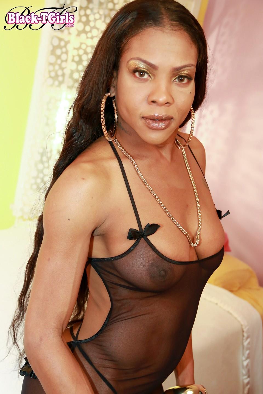 Ilza Posing In Provocative Panties