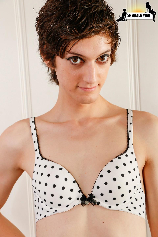 Innocent T-Girl Newcomer Lexi Posing