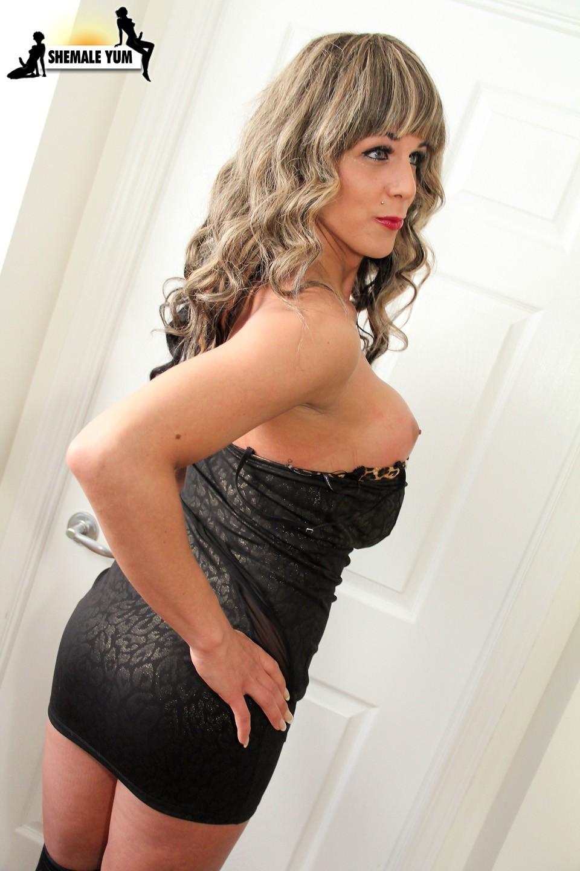 Jennyfer Posing In Attractive Skirt