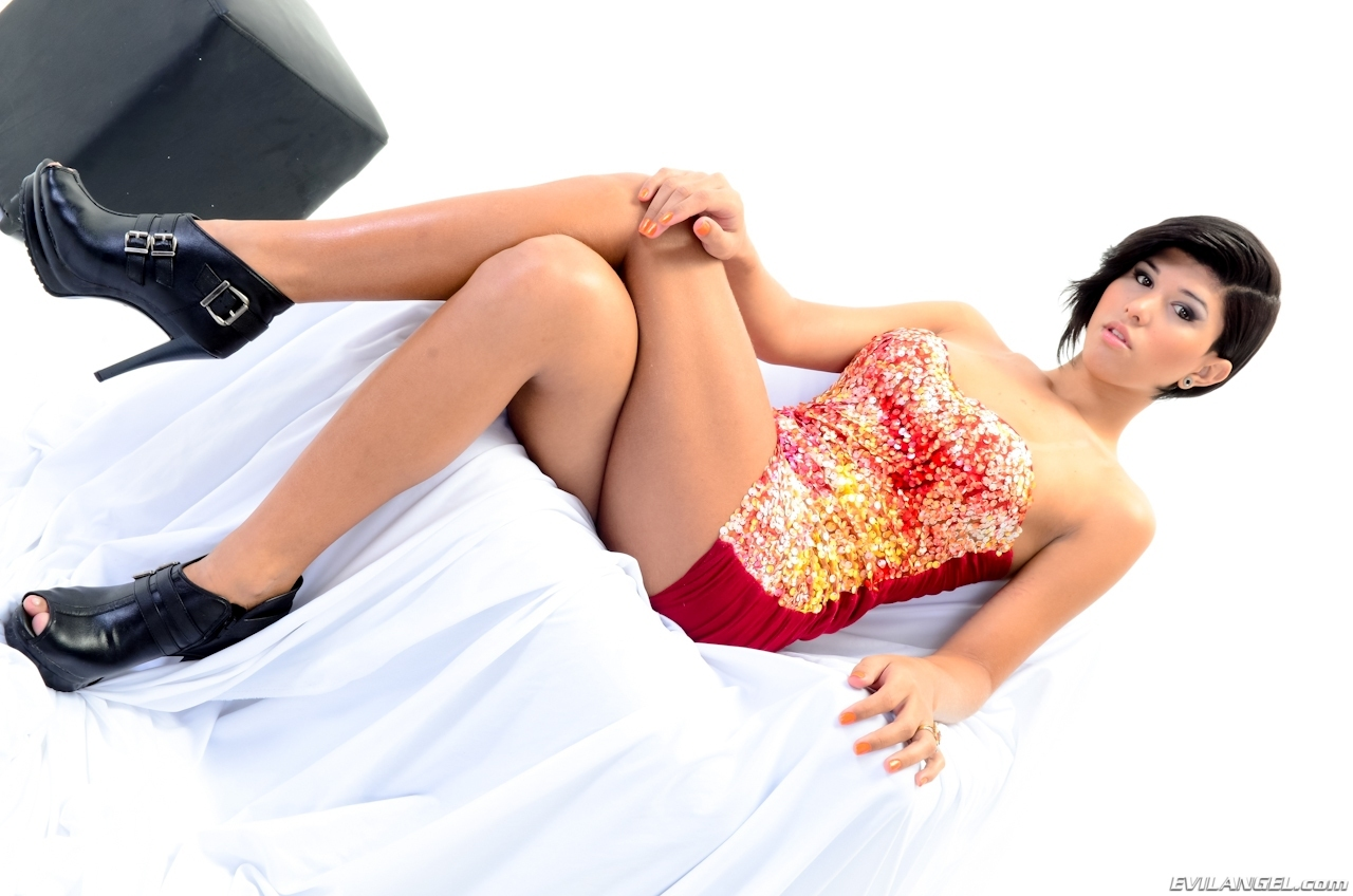 Jessica Versace In Steamy Skirt