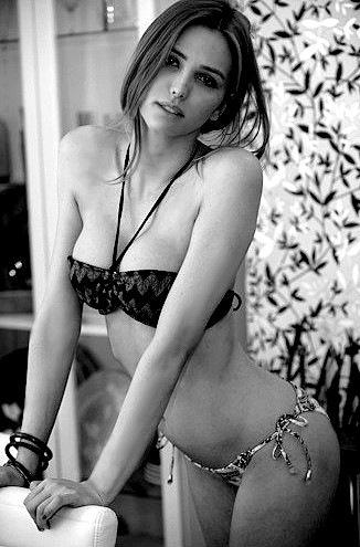 Julia Rubeiro T-Girl Non Nude Photos