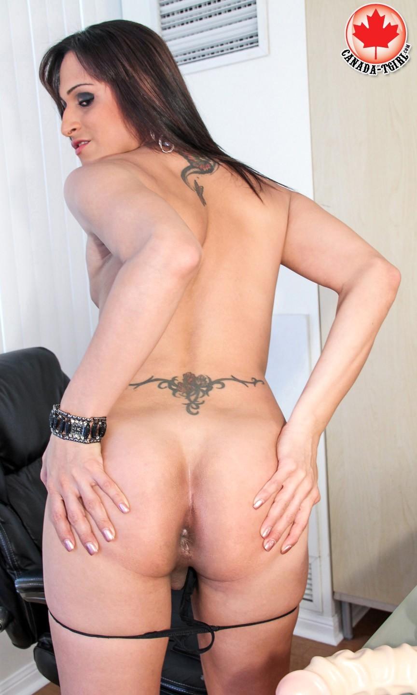 Juliana Squirt Toying Her Ass-Hole