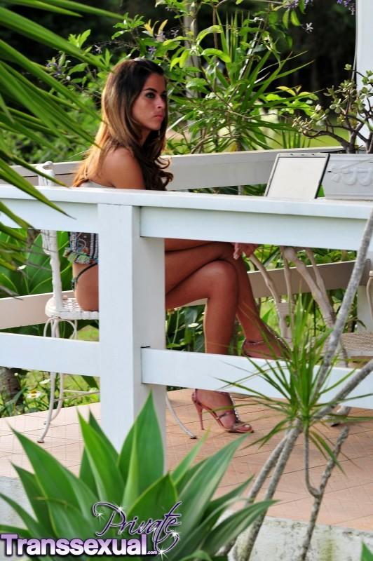 Kamila Smith Wanking In The Garden