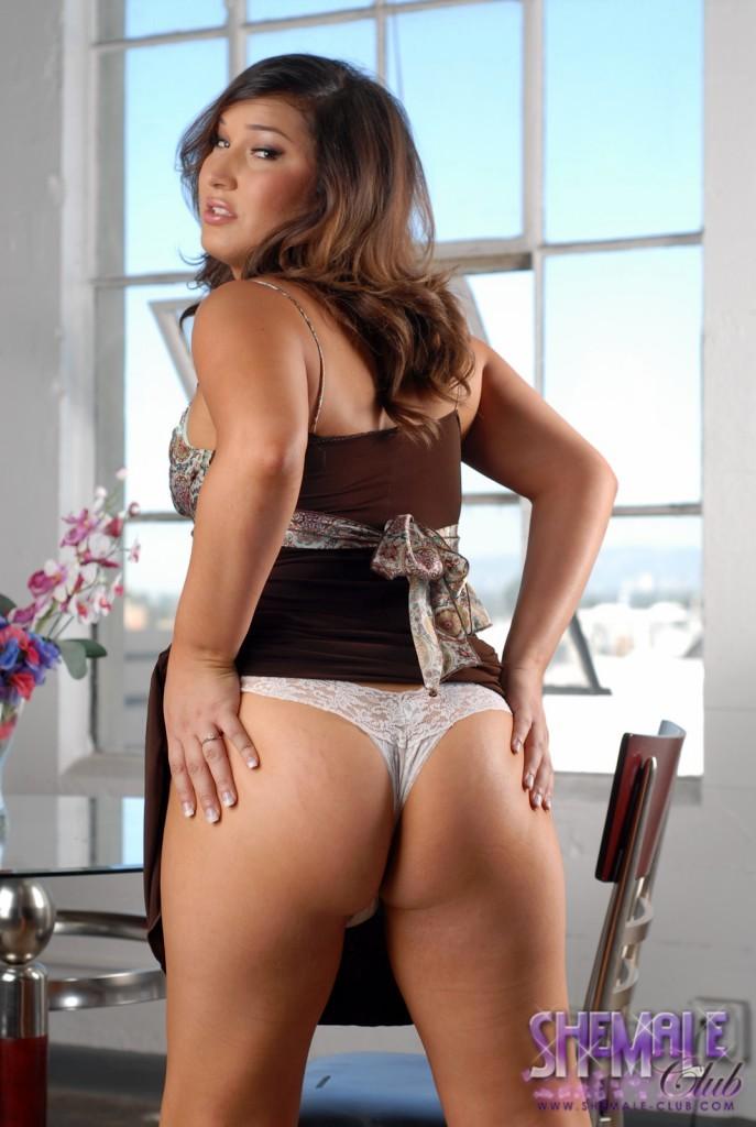 Khloe Hart Showing Us Her Kissable Butt In Lingerie