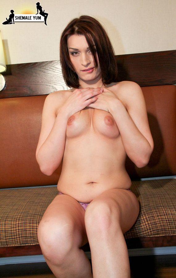 Kissable Jizelle Moore In Nice Skirt