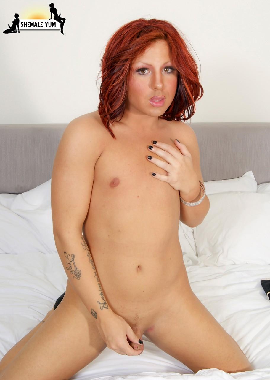 Kissable TGirl Kimmie Moore In Black Panties