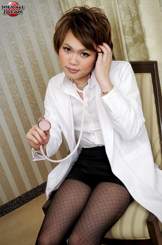 Kristel Kisaki Is Starved Doktor