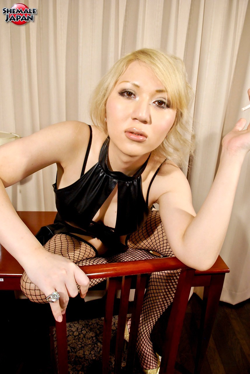 Mana Sakuragawa Tiny Whore