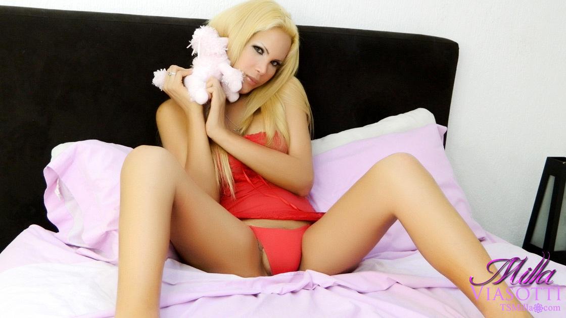 Milla Viasotti In Red Panties
