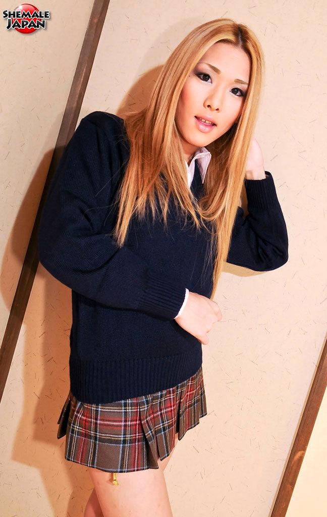 Misaki Shiratori Is Titillating School Babe