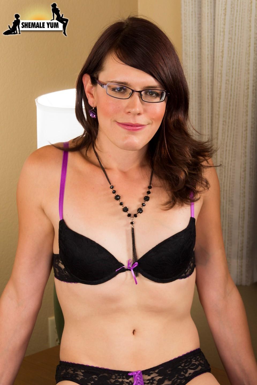 Nice Girl With Glasses Jennifer Noble