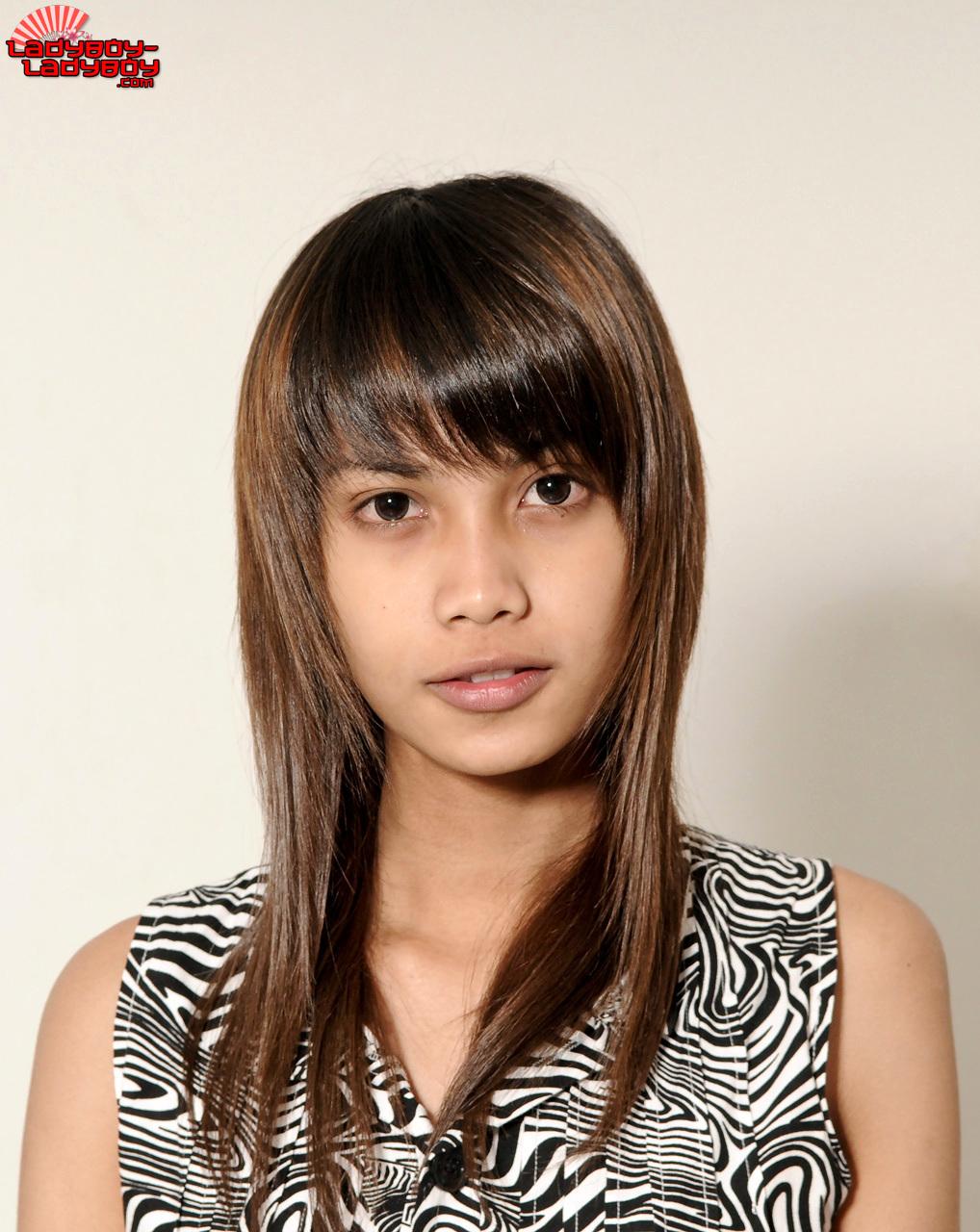 Sweet Petite Asian Shemale Nay