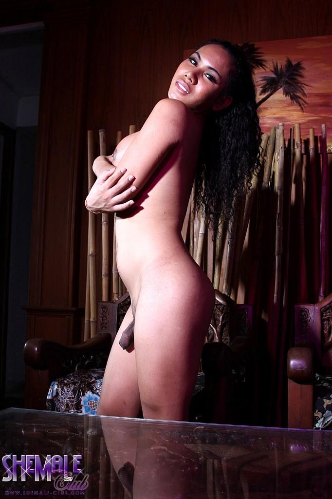 Nice Yasmine Flashes Her Goodies