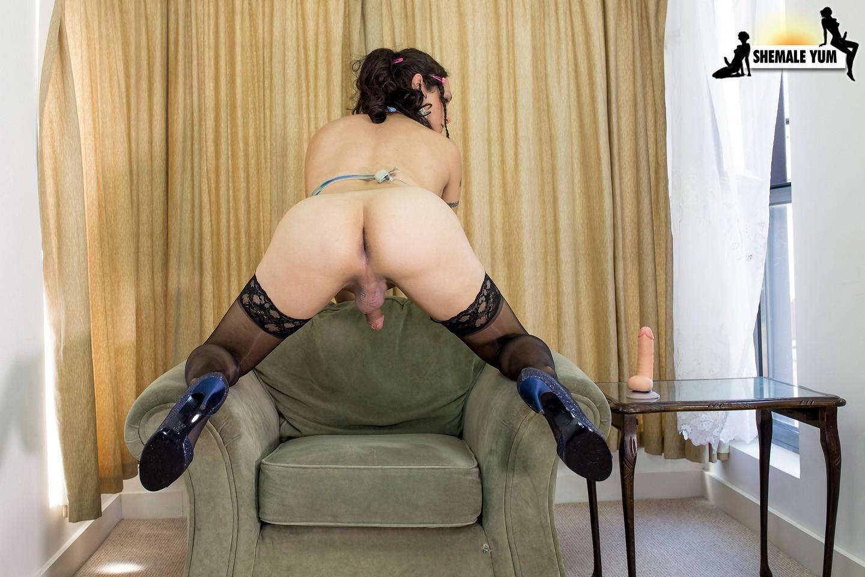 Nicole Montero Toying Her Bum