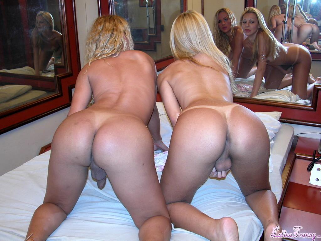 Pamela Alvez And Brigilla Exposing Yummy And Wet Bodies