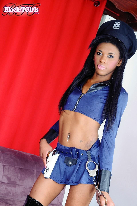 Paola Bratio In Yummy Cop