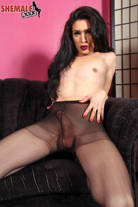 Penny Tyler Enjoys Nasty Stroking In Pantyhose
